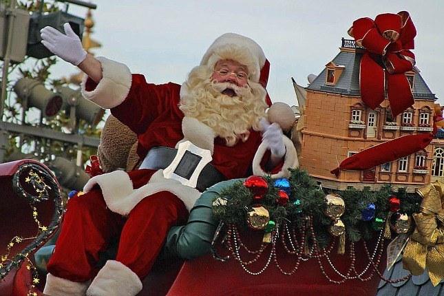der Weihnachtsmann im Schlitten
